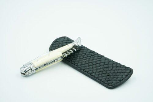 Étui pour couteau de poche en peau de saumon fumé revalorisé